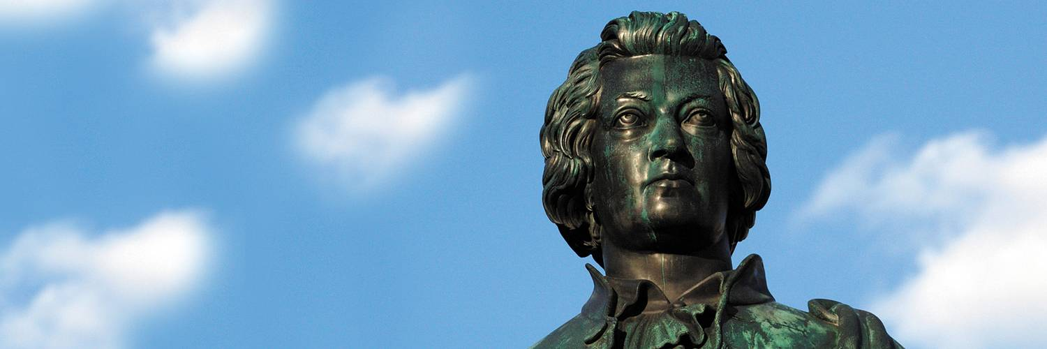 Mozart statue on the Mozart square in Salzburg | © Tourismus Salzburg