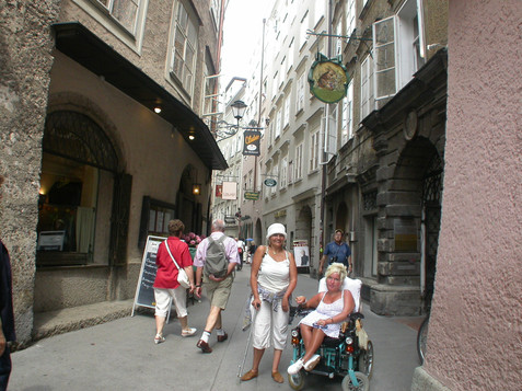 Explore the Salzburg oldtown with the wheel chair | © Stadt Salzburg
