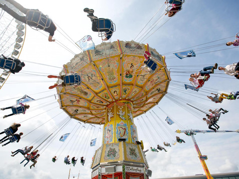 Swing carousel at the Salzburg Dult | © wildbild