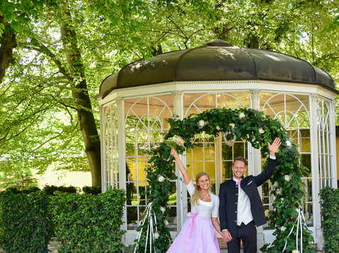 Wedding at The Sound of Music Pavillon in Hellbrunn | © heirateninsalzburg.at / scheinast.com