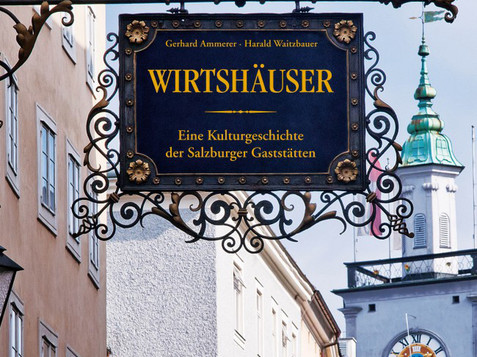 Sign with the saying Salzburger Wirtshäuser in Getreidegasse | © Verlag Anton Pustet