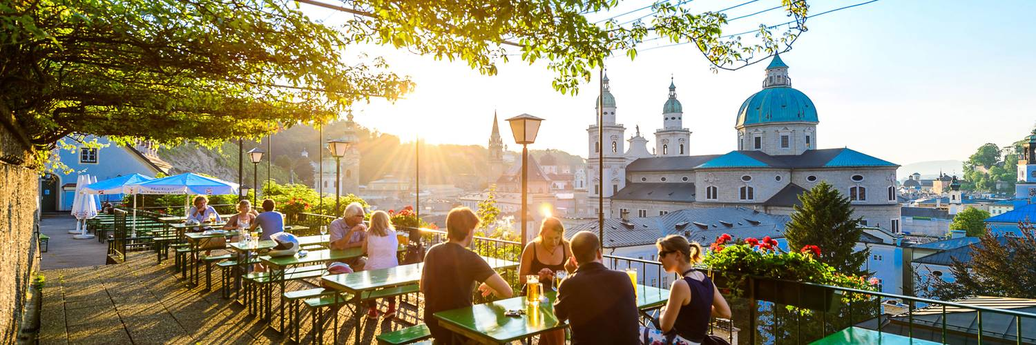 Terrace of the Stieglkeller with a view to the oldtown | © Tourismus Salzburg / Günter Breitegger