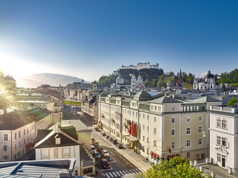 Hotel Sacher with a view to the Salzburg oldtown | © Hotel Sacher