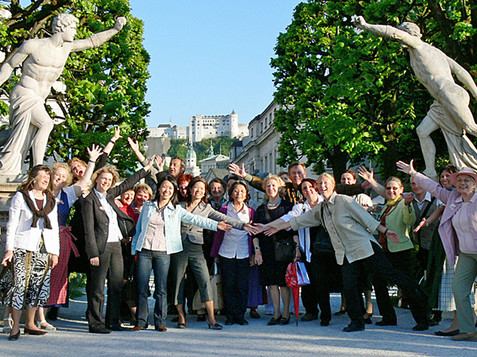 Salzburg Guide Service - Group picture in the Mirabell garden | © Salzburg Guide Service