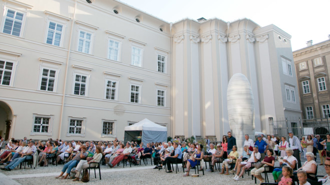 Performance in the courtyard of the Faculty of Law in Salzburg | © wildbild