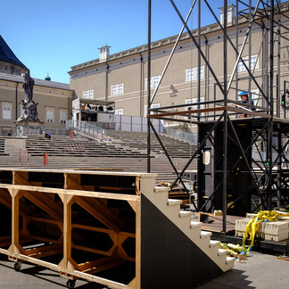 Everyman - Building the stage and the tribune at Salzburg Cathedral Square | © knauseders.at
