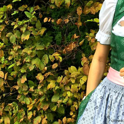 Dirndl at the LederhosenThursday | © cityseacountry