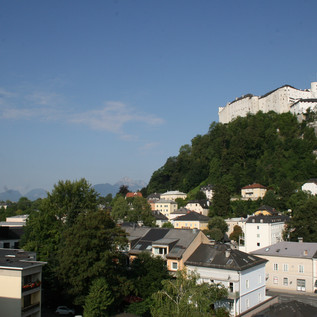 View over the Nonntal district with the Hohensalzburg Fortress in the background | © MMPR/Veronika Zangl