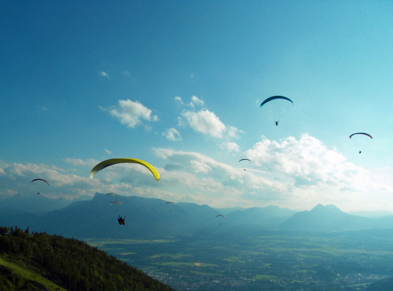 Paraglider at the Gaisberg over Salzburg  | © FlyMozart
