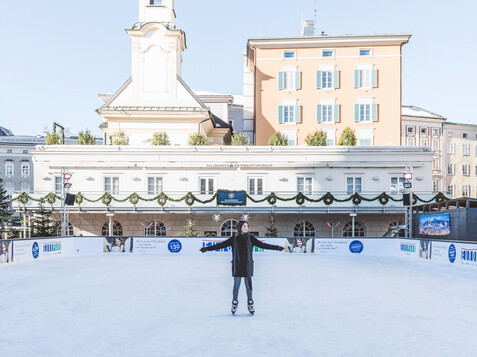 Ice-Skating at the Mozartplatz in Salzburg  | © Tourismus Salzburg GmbH