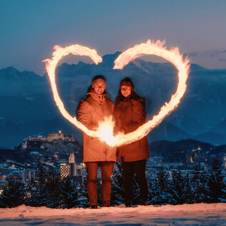 Couple in Maria Plain with a view of Salzburg | © Tourismus Salzburg GmbH