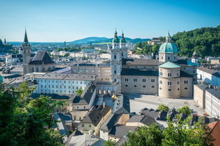 View from Mönchsberg down to Salzburg Cathedral and DomQuartier | © Tourismus Salzburg, Foto: Breitegger Günter