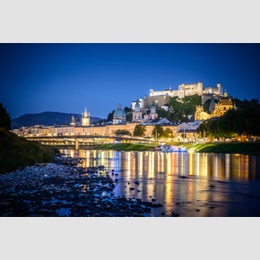 Salzach with the historical old city center and the fortress Hohensalzburg during night | © Tourismus Salzburg, Foto: Breitegger Günter