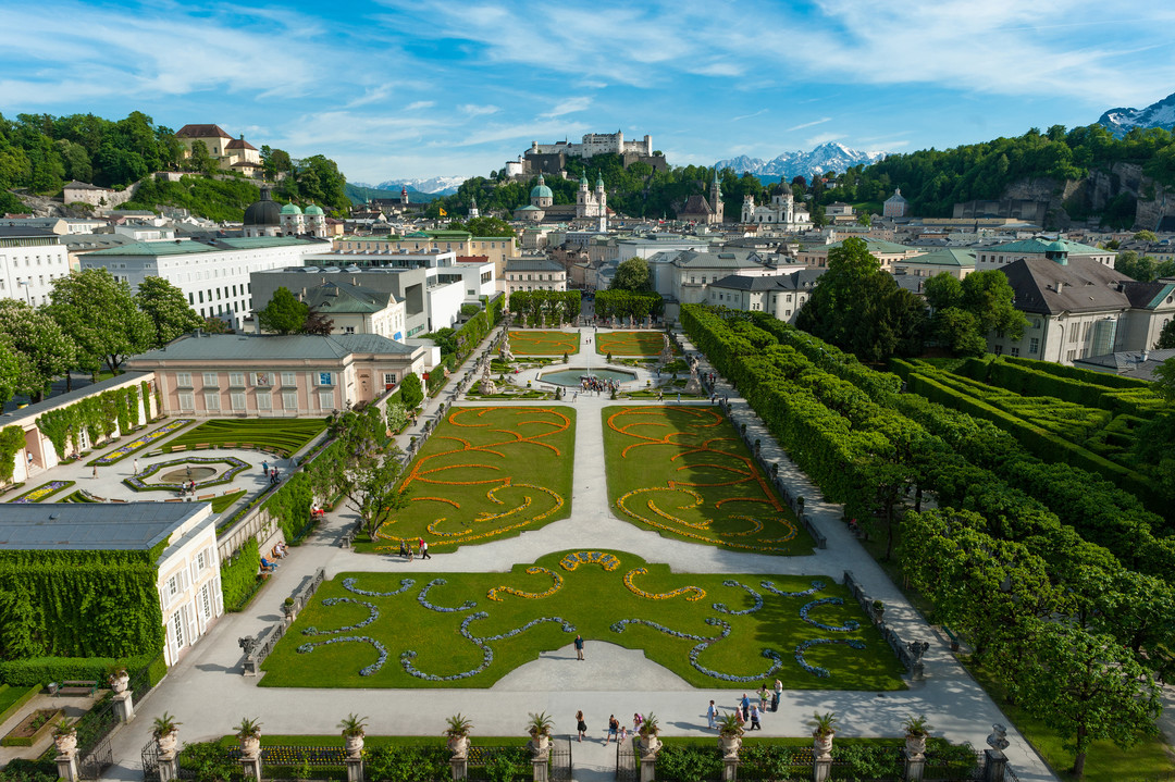 Mirabell Garden in Salzburg in spring season with a view to Fortress Hohensalzburg | © Tourismus Salzburg, Foto: Breitegger Günter