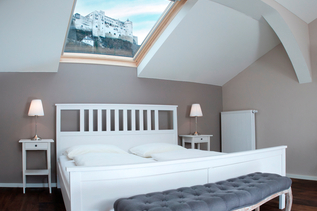 Room with a view of the Fortress Hohensalzburg | © Altstadthotel Kasererbräu