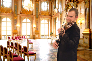 Violinist at the Marmorsaal of Mirabell Castle | © Salzburger Konzertgesellschaft