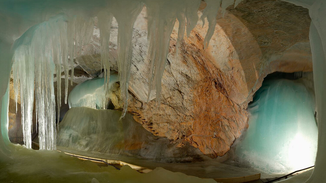 how to get to werfen ice caves from salzburg