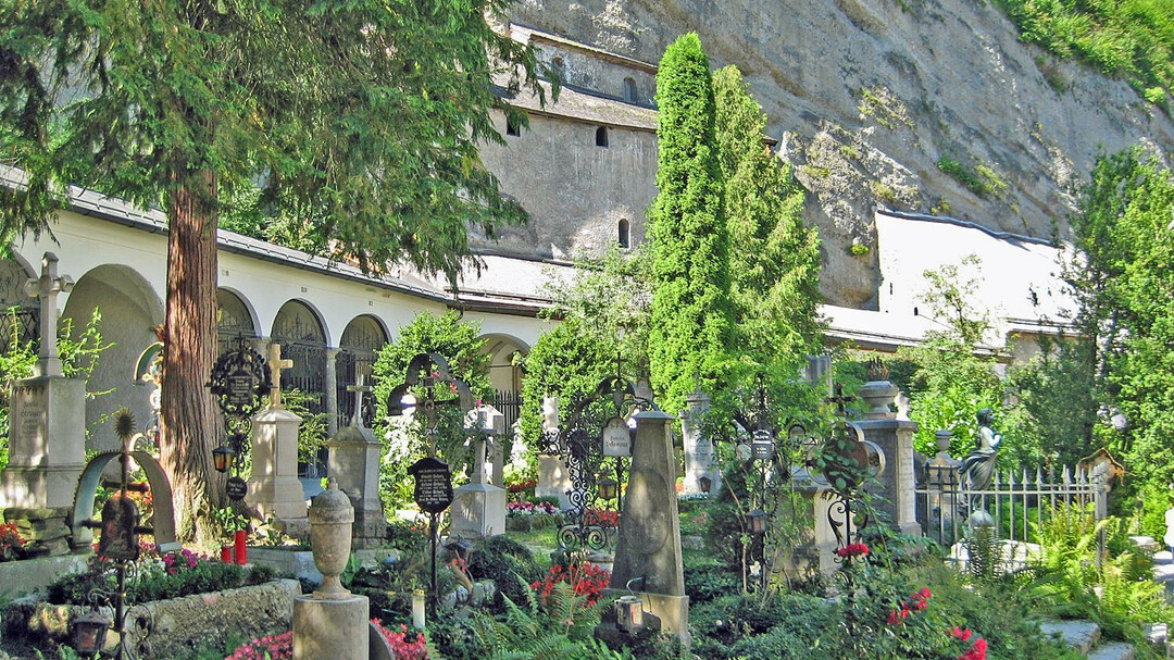 St. Peter's Abbey & Cemetery & Catacombs : Churches & Cemeteries in