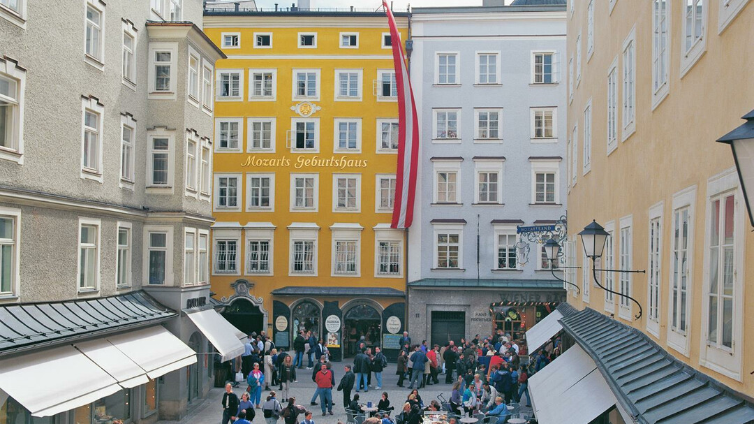 Mozart's Birthplace: Sightseeing Attractions : salzburg.info