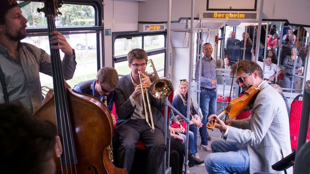 Music in the bus | © Take the A-Train