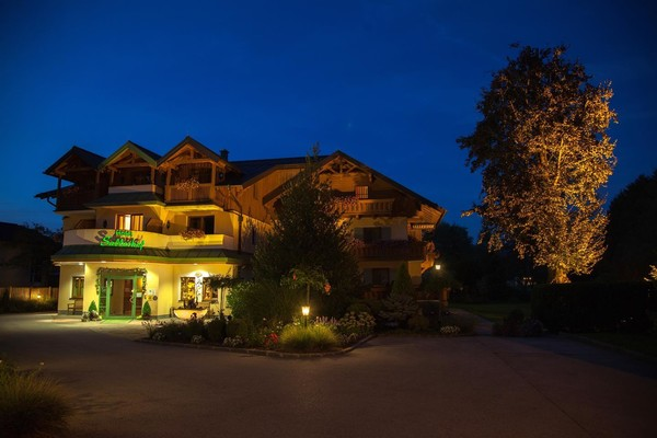 hotel-sallerhof-night