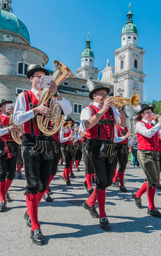 Event with brass-band music at the Residenzplatz | © Anibal Trejo